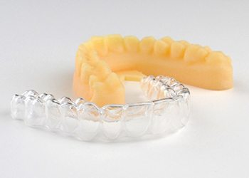 ClearCorrect aligner tray and smile model